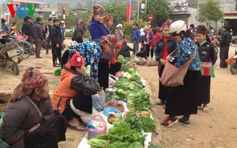 Chợ phiên Huổi Cuổi được họp 5 ngày một lần, thu hút rất đông bà con các dân tộc huyện Quỳnh Nhai và các huyện lân cận.