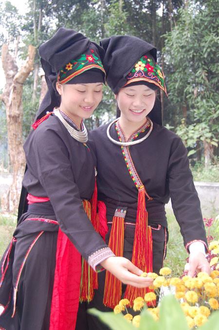 Thiếu nữ dân tộc Dao đỏ, xã Đại Sơn, huyện Văn Yên. Ảnh: Báo Yên Bái.