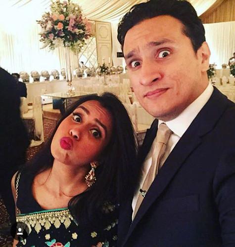 Huma Mobin và chồng của cô - Arsalaan Sever Bhatt - có dự định nghỉ trăng mật ở Hy Lạp. Tuy nhiên, anh Arsalaan lại bất ngờ không được cấp thị thực.