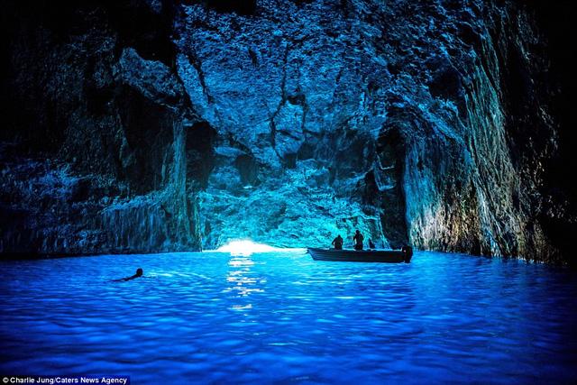 Hình ảnh ghi lại từ một hang động ở Nhật Bản.