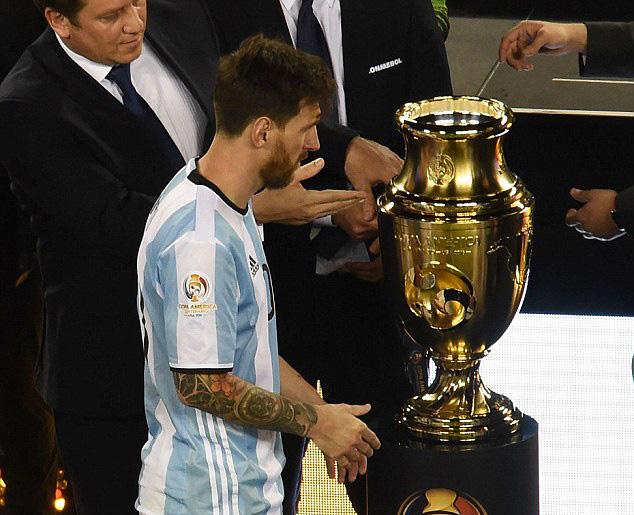 Năm thứ 3 liên tiếp, Argentina của Messi không đủ khả năng chạm vào cúp vô địch