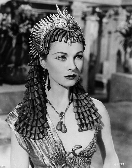 """Bức ảnh chụp chân dung nữ diễn viên Vivien Leigh trong tạo hình Nữ hoàng Cleopatra của phim """"Caesar & Cleopatra"""" (1945)."""