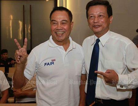 Tân chủ tịch FAT Somyot (trái)