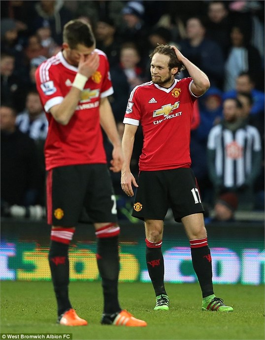 Manchester United đang có phong độ bết bát trên mọi đấu trường