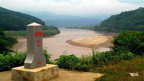 Nơi đầu nguồn của dòng sông Hồng chảy vào đất Việt