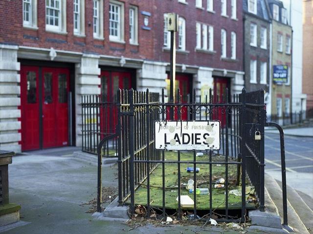 Một nhà vệ sinh dành cho nữ giới nằm trên Đại lộ Rosebery ở Clerkenwell.