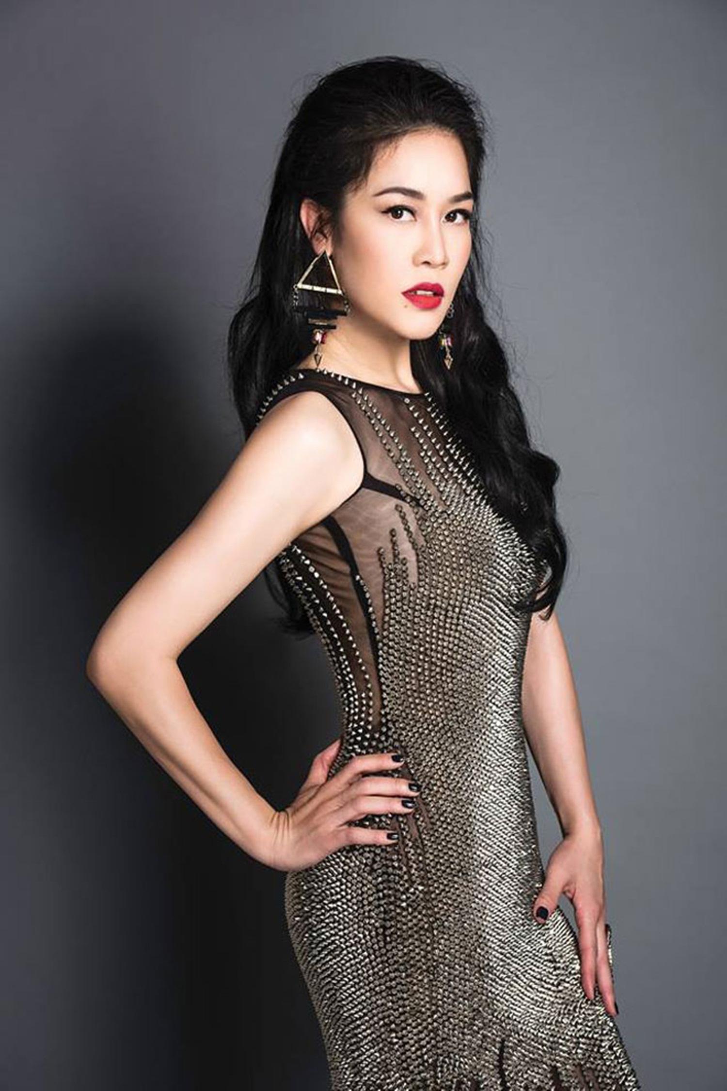 Ca sĩ Thu Phương sinh năm 1972 tại Hải Phòng. Đầu năm 2015, giọng ca xứ cảng Thu Phương trở lại với người yêu âm nhạc Việt Nam sau nhiều năm xa cách.