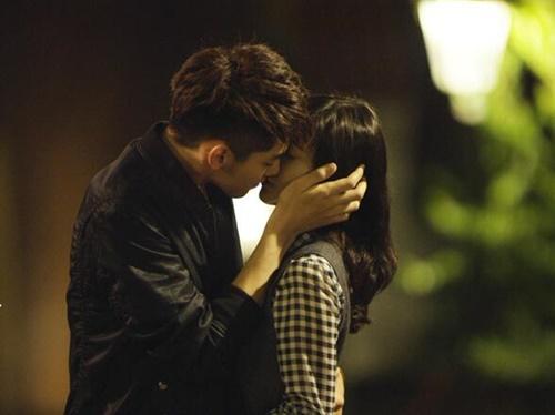Nụ hôn của Ngô Diệc Phàm và Vương Lệ Khôn.