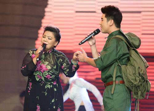 NSND Thanh Hoa biểu diễn cùng con trai, Tôn Thất Thái Sơn trên sân khấu