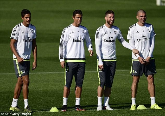 Ronaldo và các đồng đội tập luyện trước trận chung kết UEFA Champions League. Ảnh: Getty