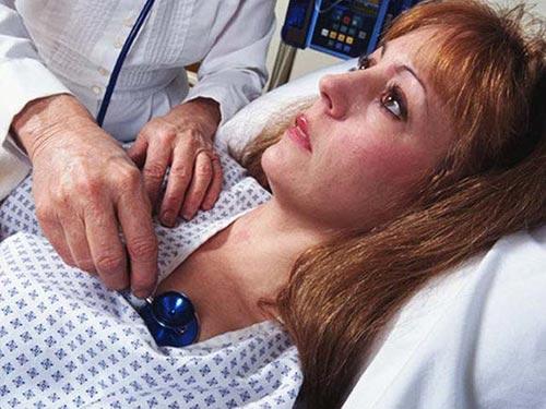 Nhóm nghiên cứu khuyến cáo nên xem xét khả năng bệnh tim ở phụ nữ bị rối loạn lo âu. (Ảnh HEALTHDAY NEWS)