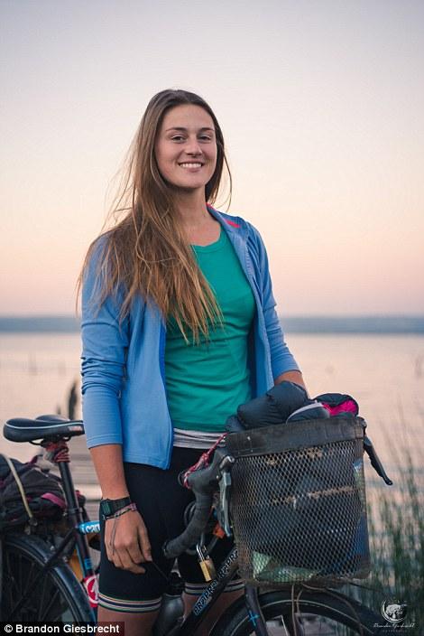 Cuộc phiêu lưu này được nhen nhóm khi cô làm việc tại Mexico. Tại đây cô đã học thêm tiếng Tây Ban Nha, tham gia vào nhóm hoạt động bảo tồn loài báo đốm và dạy kèm tiếng Anh.