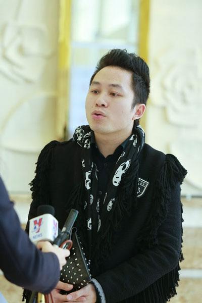 Tùng Dương tại buổi họp báo giới thiệu đêm nhạc Vì ta cần nhau chiều ngày 17/2 (Ảnh: Đỗ Thế Dương)