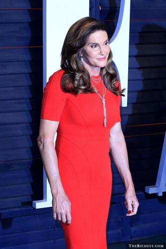 Cаіtlуn Jеnnеr từng kết hôn 3 lần. Jenner có 6 người con từ cuộc hôn nhân với vợ cũ Chrystie Crownover, Linda Thompson và Kris Jenner. Kể từ tháng 4/2015 Cаіtlуn Jеnnеr công khai chuyển giới. Hiện bà đang tham gia vào loạt phim truyền hình thực tế I Am Cait, trong đó tập trung vào câu chuyện chuyển giới của mình.