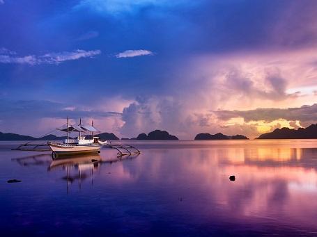 Cảnh hoàng hôn trên đảo Palawan.