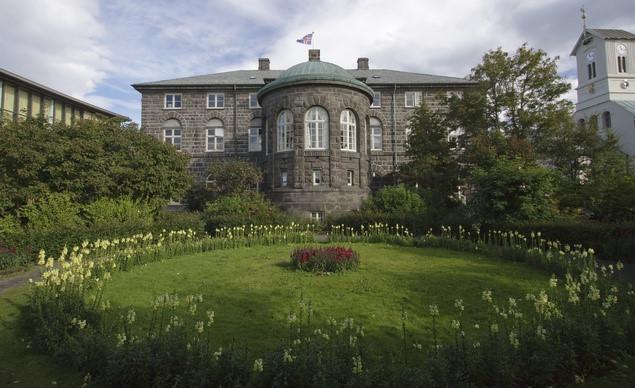 Tòa nhà Quốc hội Iceland được xây dựng vào thế kỷ 17. Đây là một trong những tòa nhà cổ nhất châu Âu.