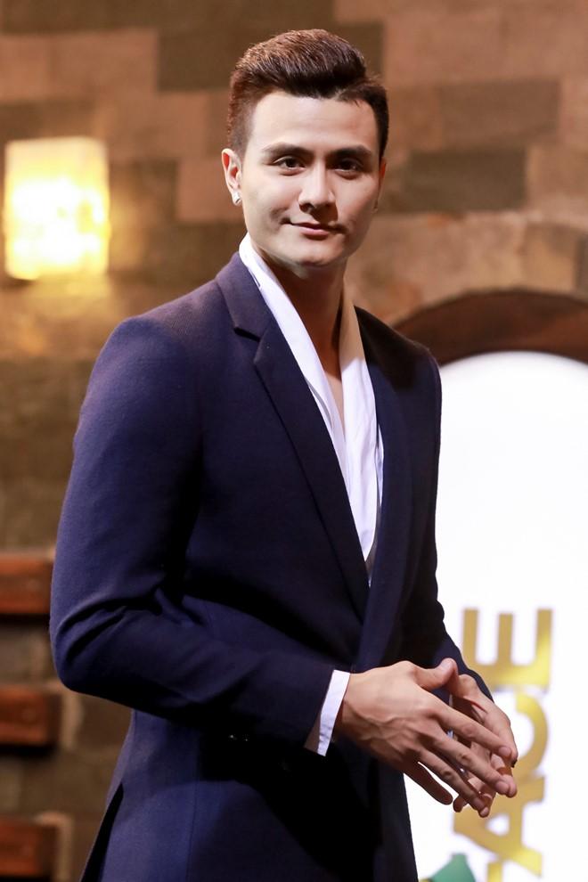 Người mẫu Vĩnh Thụy lần đầu đảm nhận vai trò MC chương trình truyền hình. Anh xuất hiện khá chớp nhoáng ở những thử thách chụp ảnh.