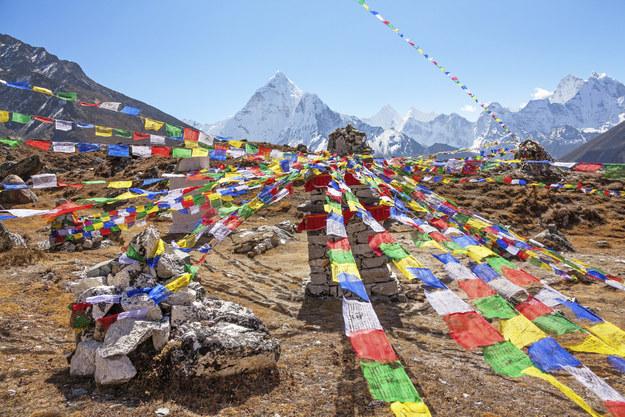 Ngành công nghiệp du lịch của nước này mất mát lớn sau trận động đất tàn phá vào tháng Tư. Nhưng các tour du lịch của công ty điều hành Intrepid Travel hợp tác với chính phủ Nepal và một nhóm các chuyên gia đã phân tích thiệt hại, và kết luận rằng Nepal đã an toàn trở lại.