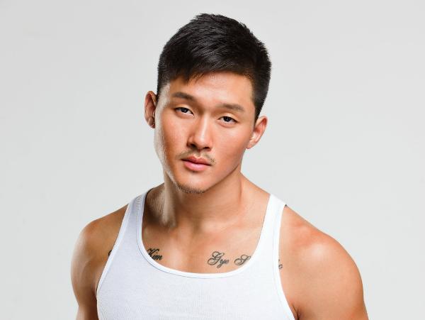 Mùa thứ 22 còn không thể không kể đến anh chàng Justin Kim với vẻ nam tính, lạnh lùng đậm chất Á Đông. Anh chàng từng vướng phải nghi án tình cảm với một thí sinh nữ da màu trong mùa này.