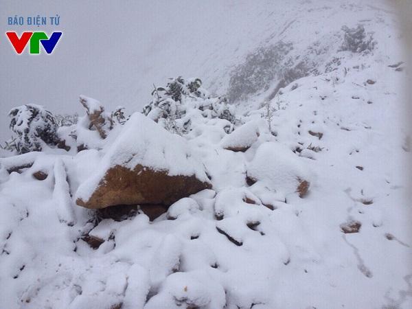 Hình ảnh băng tuyết phủ dày tại xã Na Ngoi - Kì Sơn trong hai ngày 23, 24/1