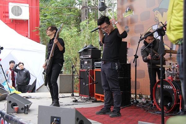 Các ban nhạc đến từ khắp Việt Nam và các quốc gia trên thế giới đã trình diễn hết mình trên sân khấu của SCHOOL OF MOSH