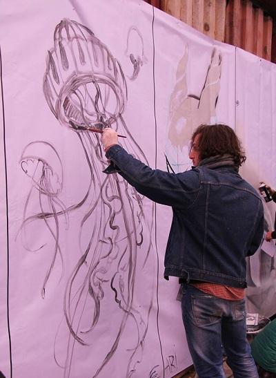 Ngoài âm nhạc, các bạn trẻ còn thỏa sức thể hiện phong cách với những môn nghệ thuật đường phố tại không gian ngoài trời của Hanoi Creative City