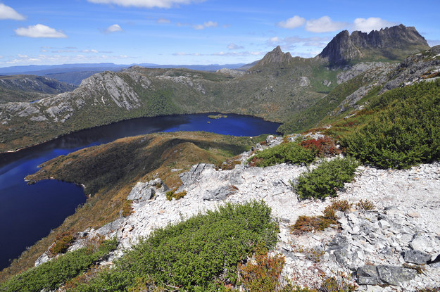 Trong năm 2016, Tasmania có rất nhiều cái mới: những chuyến tàu mới, khách sạn mới, và những con đường mòn đi bộ đường dài mới, chẳng hạn như Three Capes Track, dài 28 dặm và mất đến bốn ngày để đi lang thang. Tóm lại, là tâm điểm chú ý trong mùa hè năm nay!