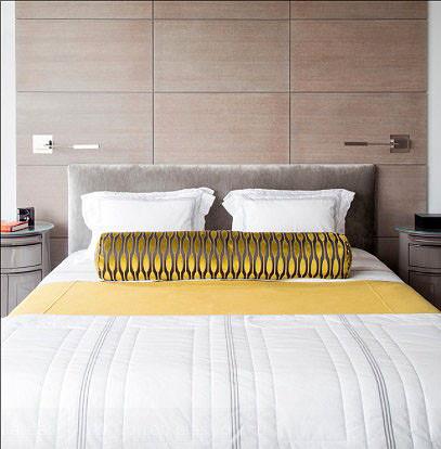 Điểm nhấn màu sắc tươi sáng cho giường ngủ thêm phong cách.