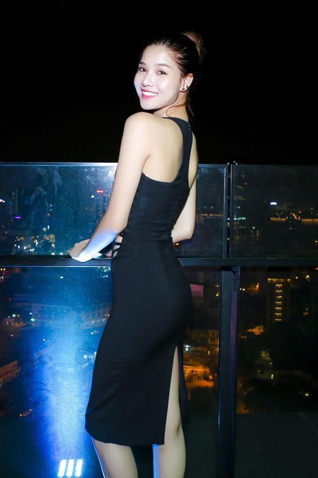 Người mẫu Kỳ Hân - cô Trúc thứ 2 khoe thân hình gợi cảm.