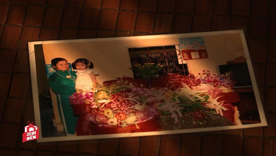 Những tấm ảnh kỷ niệm của bà Bình bên cháu Thương.