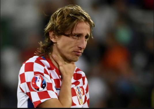Những giọt nước mắt lăn dài trên khuôn mặt Luka Modric. Đây có thể sẽ là kỳ EURO cuối cùng mà anh tham dự cùng ĐTQG thế nhưng Croatia vẫn không thể đi xa.