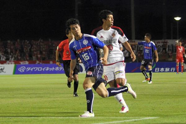 Công Phượng thi đấu năng nổ trong lần đầu đá chính tại Mito Hollyhock (Ảnh: Facebook của J.League)
