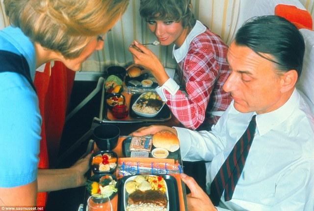 Còn đây là đồ ăn trong khoang phổ thông trên một chuyến bay trong năm 1960.