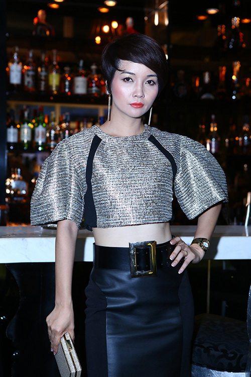 Bộ phim Lạc giới, năm 2014 đánh dấu sự thay đổi hình ảnh của Mai Thu Huyền, khi cô tham gia vai diễn với nhiều cảnh quay nóng bỏng và không ngại cắt đi mái tóc dài vốn có. Từ đó đến nay, Mai Thu Huyền trung thành với kiểu tóc ngắn trẻ trung.