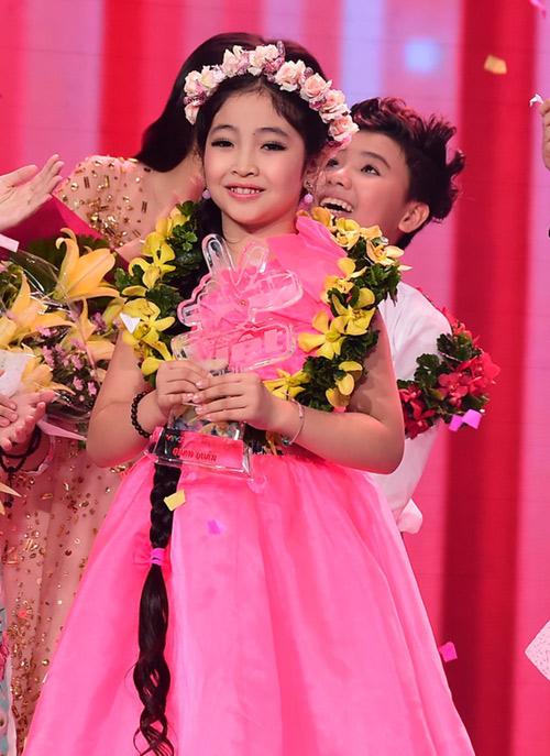 Hồng Minh đạt Quán quân Giọng hát Việt nhí 2015.