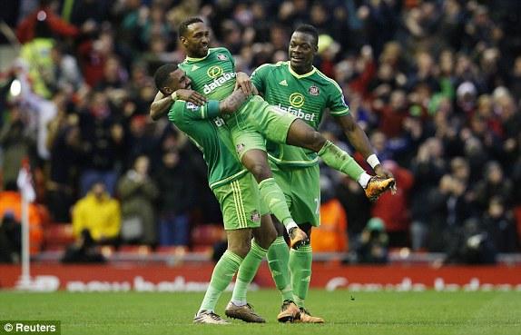 Bàn thắng phút 89 của Jermain Defoe đã mang về 1 điểm quý giá cho Sunderland. Điều đó cũng đồng nghĩa Liverpool đã phung phí mất 2 điểm vô cùng đáng tiếc.
