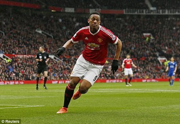 Martial đưa Man Utd vượt lên từ khá sớm.
