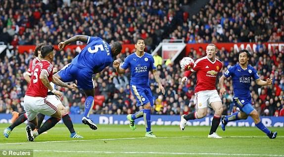 Thế nhưng chỉ ít phút sau, Wes Morgan đã lập lại thế cân bằng cho Leicester City.