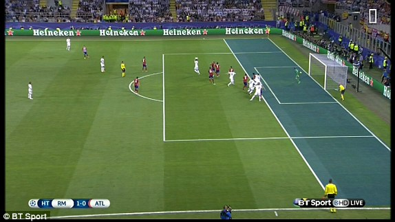 Một góc quay khác cho thấy Sergio Ramos đã việt vị trước khi ghi bàn vào lưới Atletico Madrid.