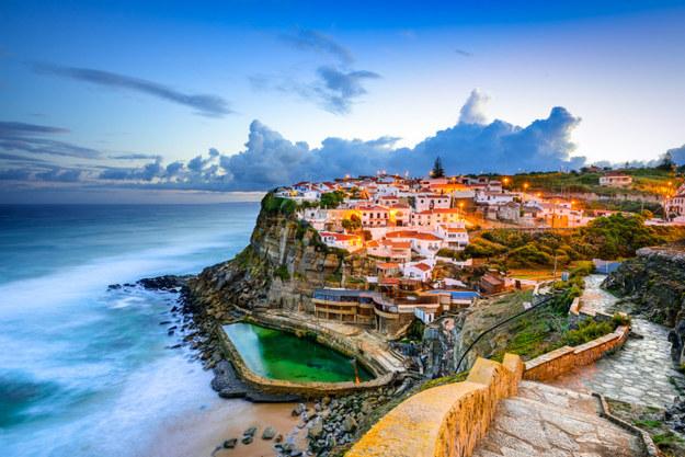 Bồ Đào Nha đang nóng lên như một trung tâm văn hóa mới của thế giới. Ẩm thực ở Lisbon tuyệt ngon, các chương trình nghệ thuật lớn trong năm sẽ diễn ra ở Porto và 200 dặm bờ biển giữa Porto và Lisbon là nơi bạn nhất định phải khám phá.