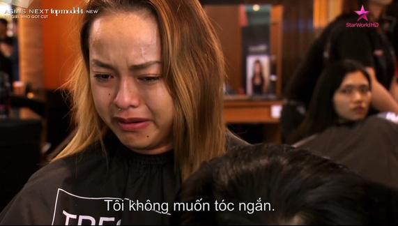 Quỳnh Mai suy sụp khi phải đổi sang tóc ngắn.