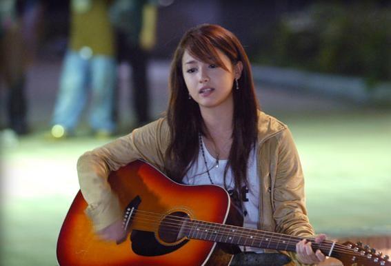 Kaoru Amane ở phiên bản truyền hình Nhật lựa chọn ca hát dù biết mình sẽ không sống được lâu.