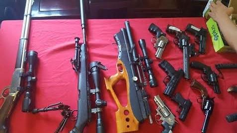 Vũ khí thu giữ được tại nhà của đối tượng