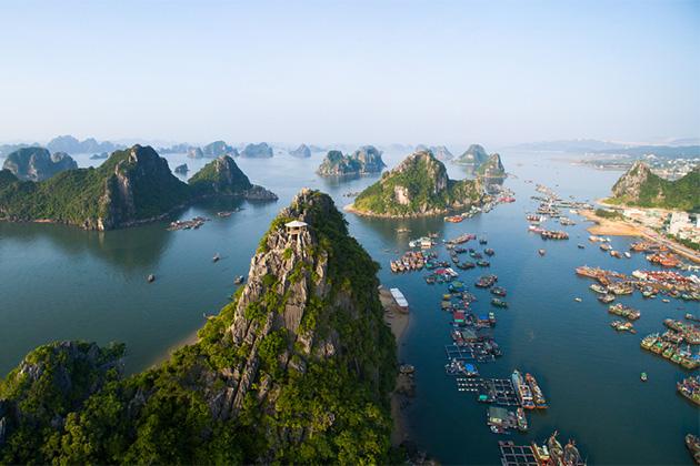 Đông Nam Á hiện lên như một cái tên yêu thích trong thời gian gần đây. Giá cả phải chăng, văn hóa đa dạng trong mỗi góc cạnh của khu vực. Bạn nên khám phá dọc sông Mekong bằng thuyền, để dễ dàng tiếp cận các ngôi làng và thị trấn nhỏ ven sông.