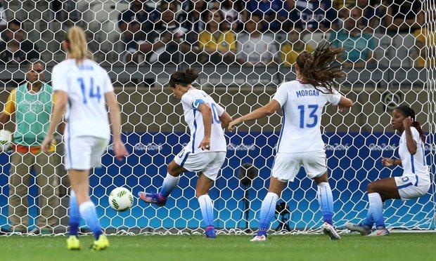 Carli Lloyd ghi bàn duy nhất cho ĐT bóng đá nữ Mỹ trong chiến thắng 1-0 trước ĐT bóng đá nữ Pháp (Ảnh: Mariana Bazo/Reuters)