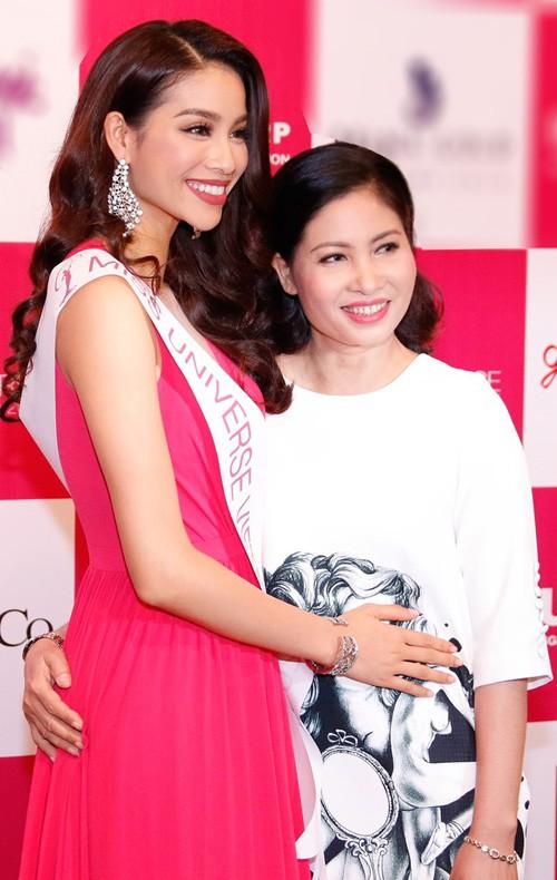 Hoa hậu Hoàn vũ Việt Nam cho biết, cô và mẹ có nhiều điểm chung từ ngoại hình đến tính cách. Ảnh: Unicorp