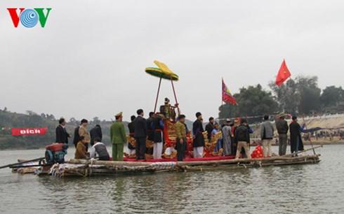 Lễ rước Mẫu sang sông