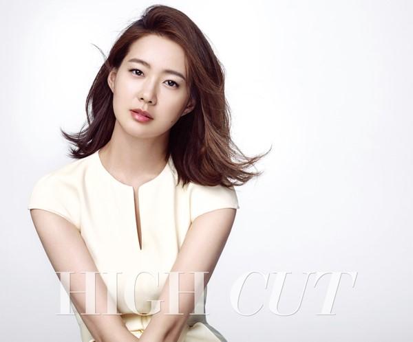 Cũng sinh năm 1980, cầm tinh con Khỉ - Lee Yo Won là biểu tượng của vẻ đẹp dịu dàng trong showbiz. Cô lập gia đình từ khá sớm nhưng chưa bao giờ lơ là công việc. Ở tuổi 36, khán giả vẫn nhắc đến cô như một trong số ít nữ diễn viên không vướng tin đồn thẩm mỹ, có gia đình êm ấm và sự nghiệp như mơ. Ảnh: Nate.