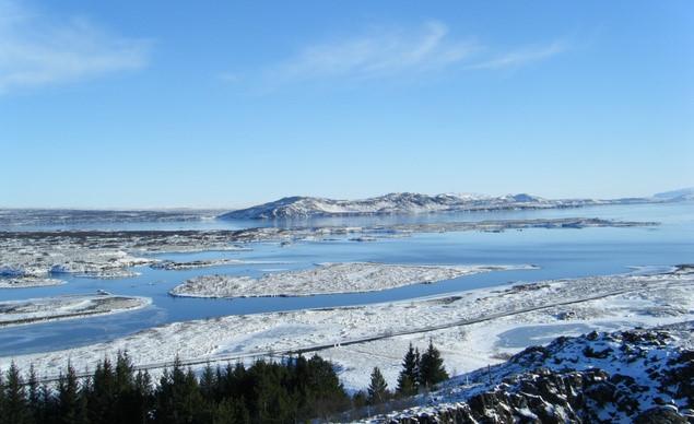 Vùng phía Nam và vùng trung tâm Iceland là những cánh đồng băng tuyết