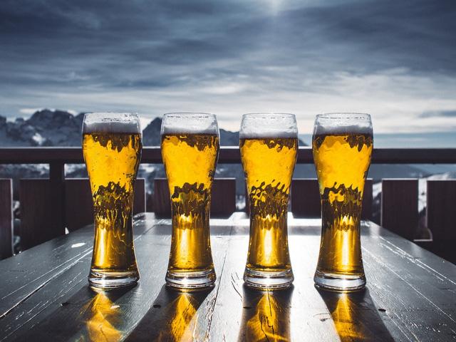 Hạn chế uống nhiều rượu bia trong ngày Tết